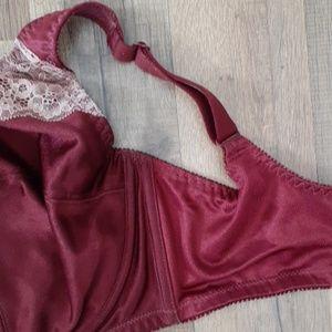 Cabernet Intimates & Sleepwear - EUC Cabernet Broomhilda 3 section Lace Bra 8008T